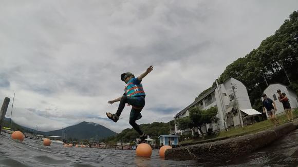 ジャンプ!_f0051306_17030675.jpg