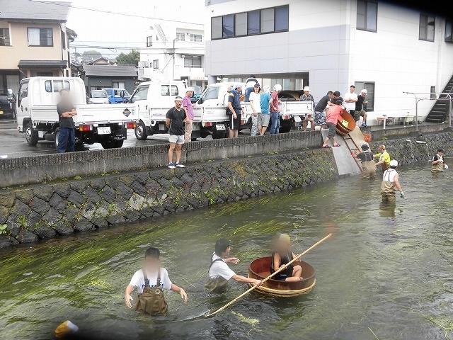 「祭り」の継続は途絶えたが、4年生の「たらい流し」は何とか実施できた田宿川_f0141310_07264138.jpg