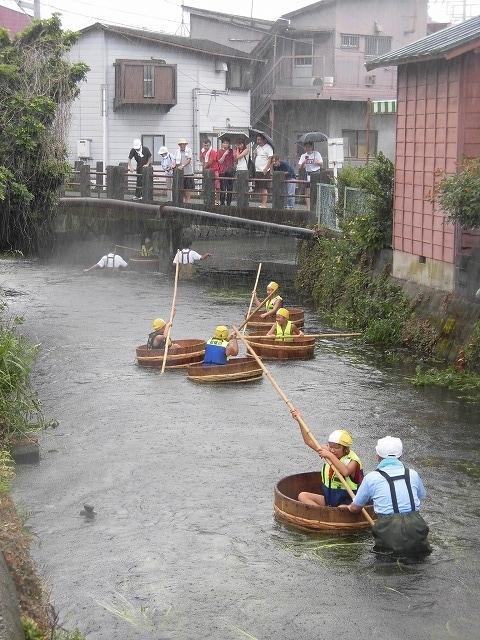 「祭り」の継続は途絶えたが、4年生の「たらい流し」は何とか実施できた田宿川_f0141310_07275762.jpg