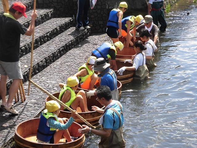 「祭り」の継続は途絶えたが、4年生の「たらい流し」は何とか実施できた田宿川_f0141310_07280890.jpg