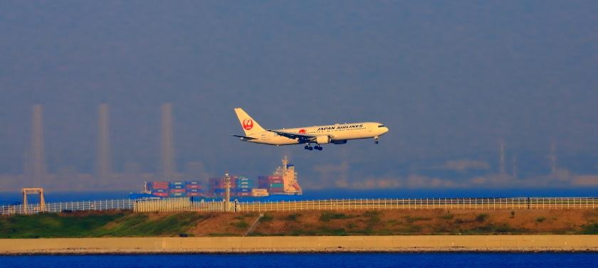 空港第二ターミナル展望デッキから観た景観_a0150260_23412825.jpg