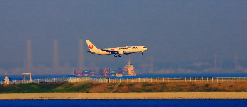 空港第二ターミナル展望デッキから観た景観_a0150260_23420290.jpg