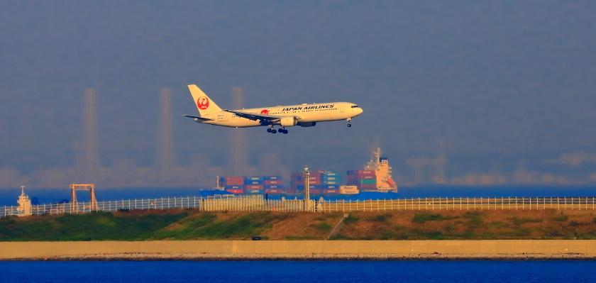 空港第二ターミナル展望デッキから観た景観_a0150260_23424935.jpg