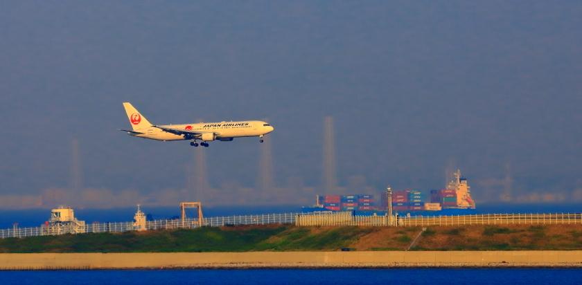 空港第二ターミナル展望デッキから観た景観_a0150260_23433027.jpg