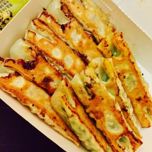 台北旅行 14 おススメの餃子をテイクアウト☆美味しい~「八方雲集」_f0054260_09353317.jpg