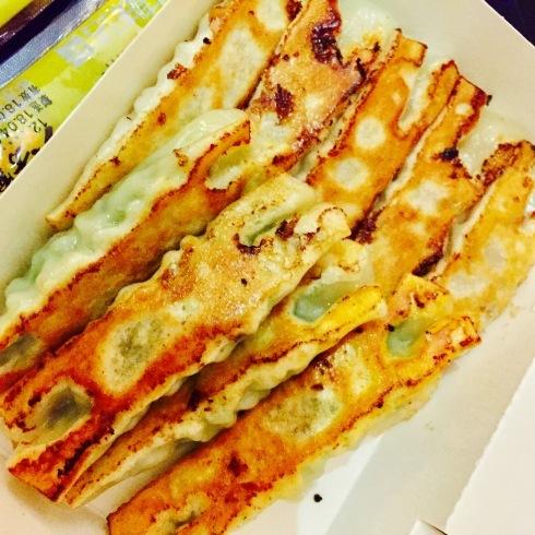 台北旅行 14 おススメの餃子をテイクアウト☆美味しい~「八方雲集」_f0054260_09383204.jpg