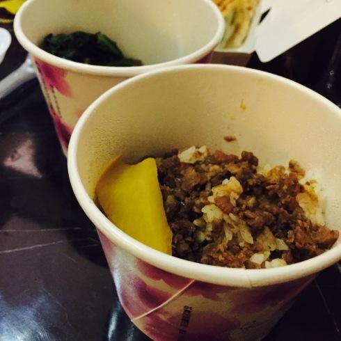 台北旅行 14 おススメの餃子をテイクアウト☆美味しい~「八方雲集」_f0054260_09405993.jpg