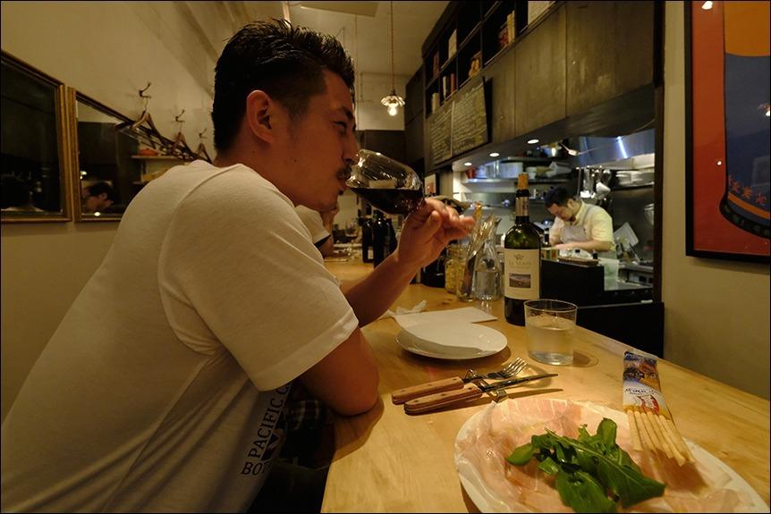台風襲来の合間をぬって夕食に、その後は?_a0031363_00412344.jpg