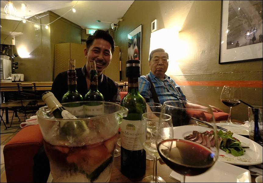 台風襲来の合間をぬって夕食に、その後は?_a0031363_00420082.jpg