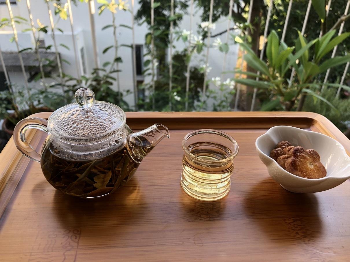 七月終わりに白茶を飲む_f0070743_23081689.jpg