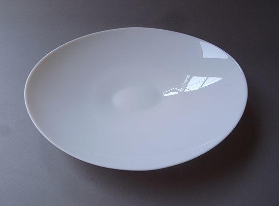 白ガラスの楕円皿_e0111789_09420629.jpg