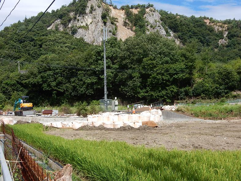 孤立集落へ待望の仮橋_e0175370_10013773.jpg