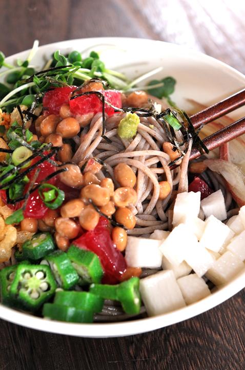 メシ通『魚介を使った簡単レシピ』 ☆ ぶっかけ蕎麦にまぐろ納豆!_d0069838_14562822.jpg