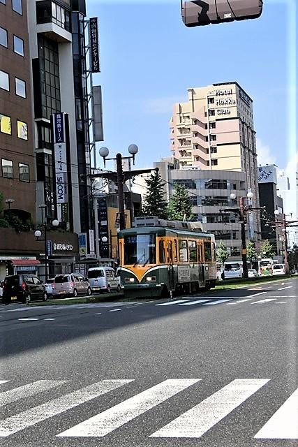 藤田八束の路面電車写真@鹿児島市内を走る路面電車は可愛い、線路の芝生が綺麗・・・西郷どん_d0181492_23470398.jpg