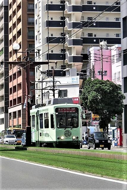 藤田八束の路面電車写真@鹿児島市内を走る路面電車は可愛い、線路の芝生が綺麗・・・西郷どん_d0181492_23480749.jpg