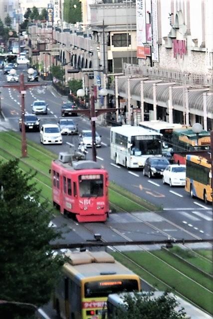 藤田八束の路面電車写真@鹿児島市内を走る路面電車は可愛い、線路の芝生が綺麗・・・西郷どん_d0181492_23510082.jpg