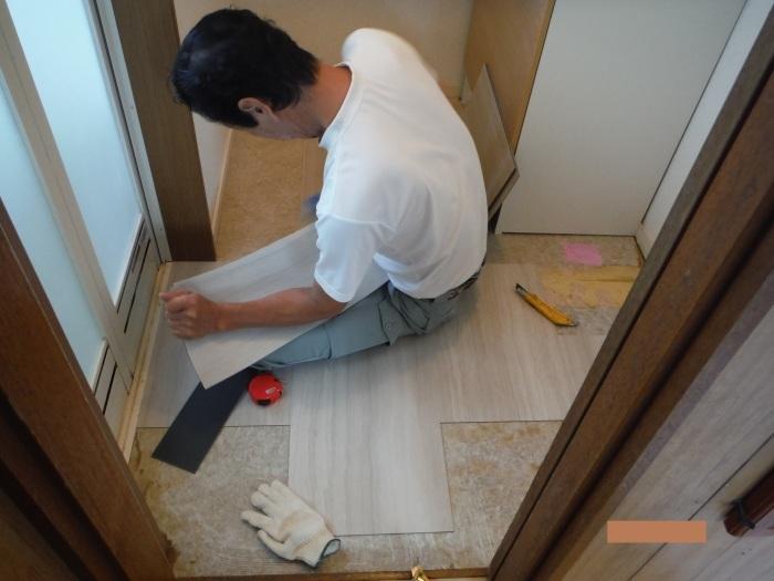 小工事 ~ 洗面所の床貼り替え1。_d0165368_04245755.jpg