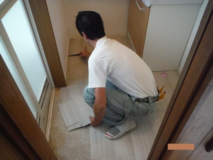 小工事 ~ 洗面所の床貼り替え1。_d0165368_04250602.jpg