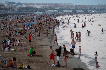 猛暑の欧州、46度超も 水温上昇で原子炉休止_c0013092_11561083.jpg