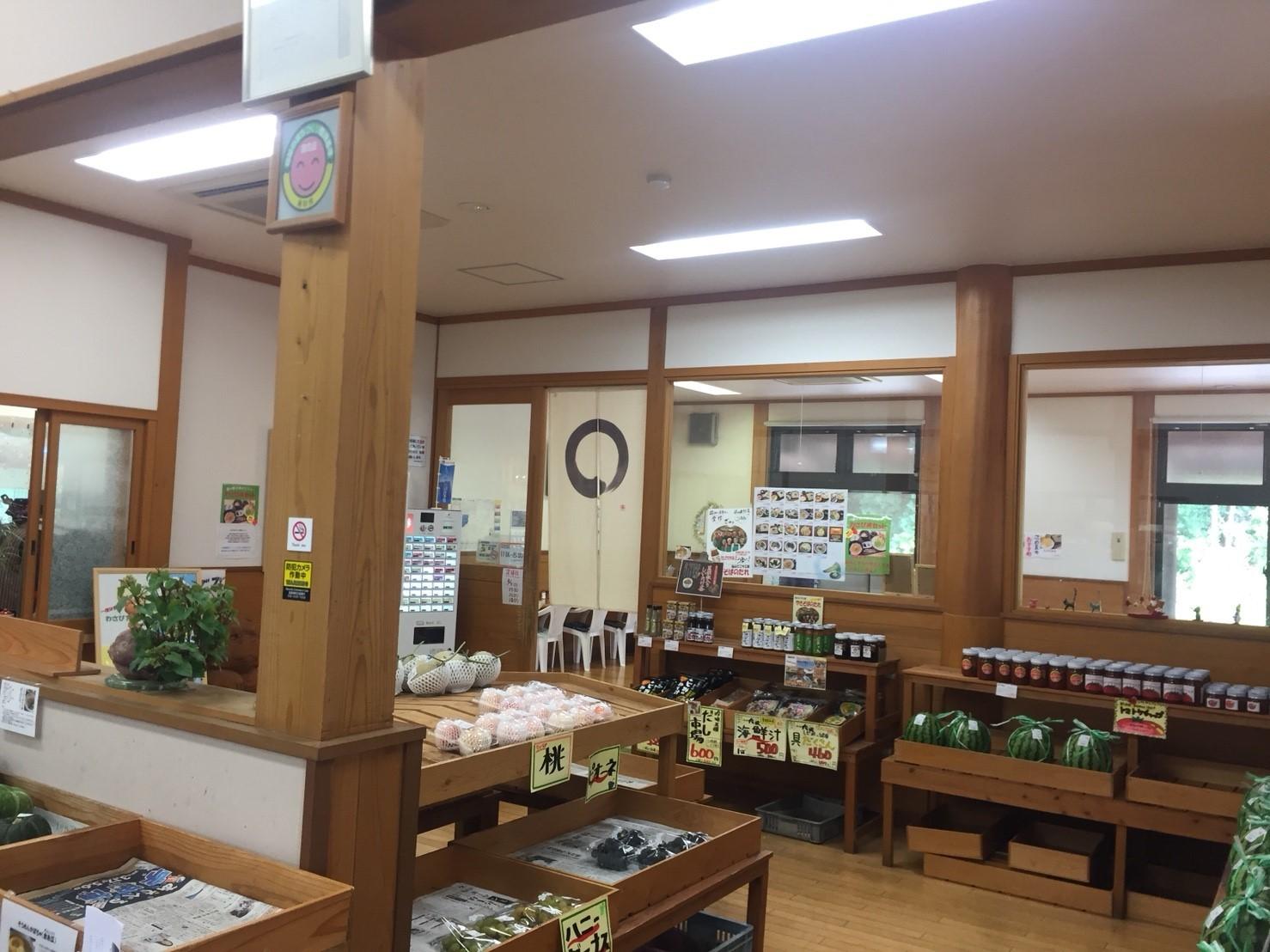 関金の道の駅 犬挟  内に併設されてる犬挟食堂_e0115904_14584130.jpg