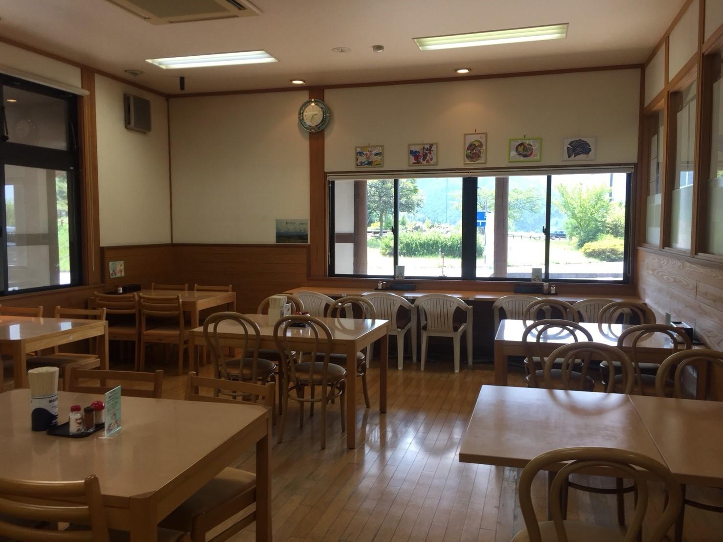 関金の道の駅 犬挟  内に併設されてる犬挟食堂_e0115904_14584142.jpg