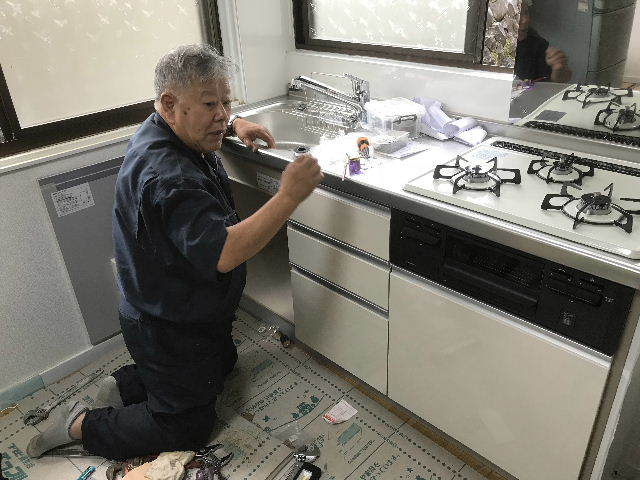 15.5日目キッチン設置・ほぼ終了_f0031037_19271078.jpg