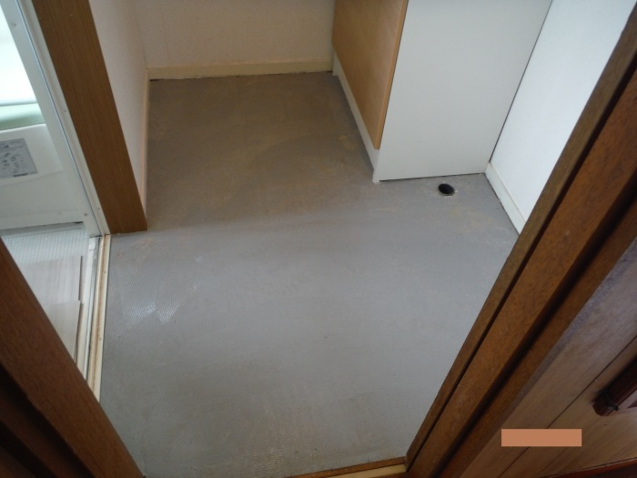 小工事 ~ 洗面所の床貼り替え2。_d0165368_04163136.jpg
