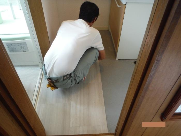 小工事 ~ 洗面所の床貼り替え2。_d0165368_04164142.jpg