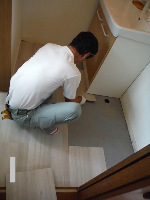 小工事 ~ 洗面所の床貼り替え2。_d0165368_04165024.jpg