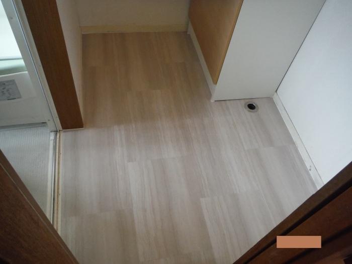 小工事 ~ 洗面所の床貼り替え2。_d0165368_04165931.jpg