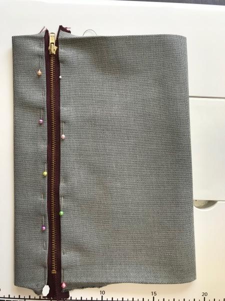 孫のサブバッグの残布で、アニメカバを作ります。_e0397389_15423693.jpg