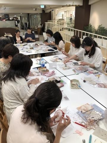 『しあわせのリボン刺しゅう』 出版記念ワークショップ《花リースのコンパクトミラー》@西武渋谷サンイデー にご参加くださった皆さま どうもありがとうございました_a0157409_12502816.jpeg