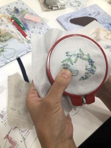 『しあわせのリボン刺しゅう』 出版記念ワークショップ《花リースのコンパクトミラー》@西武渋谷サンイデー にご参加くださった皆さま どうもありがとうございました_a0157409_12522633.jpeg