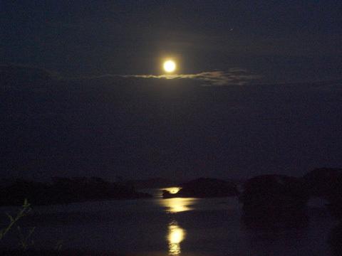松島の月_b0145843_22551060.jpg