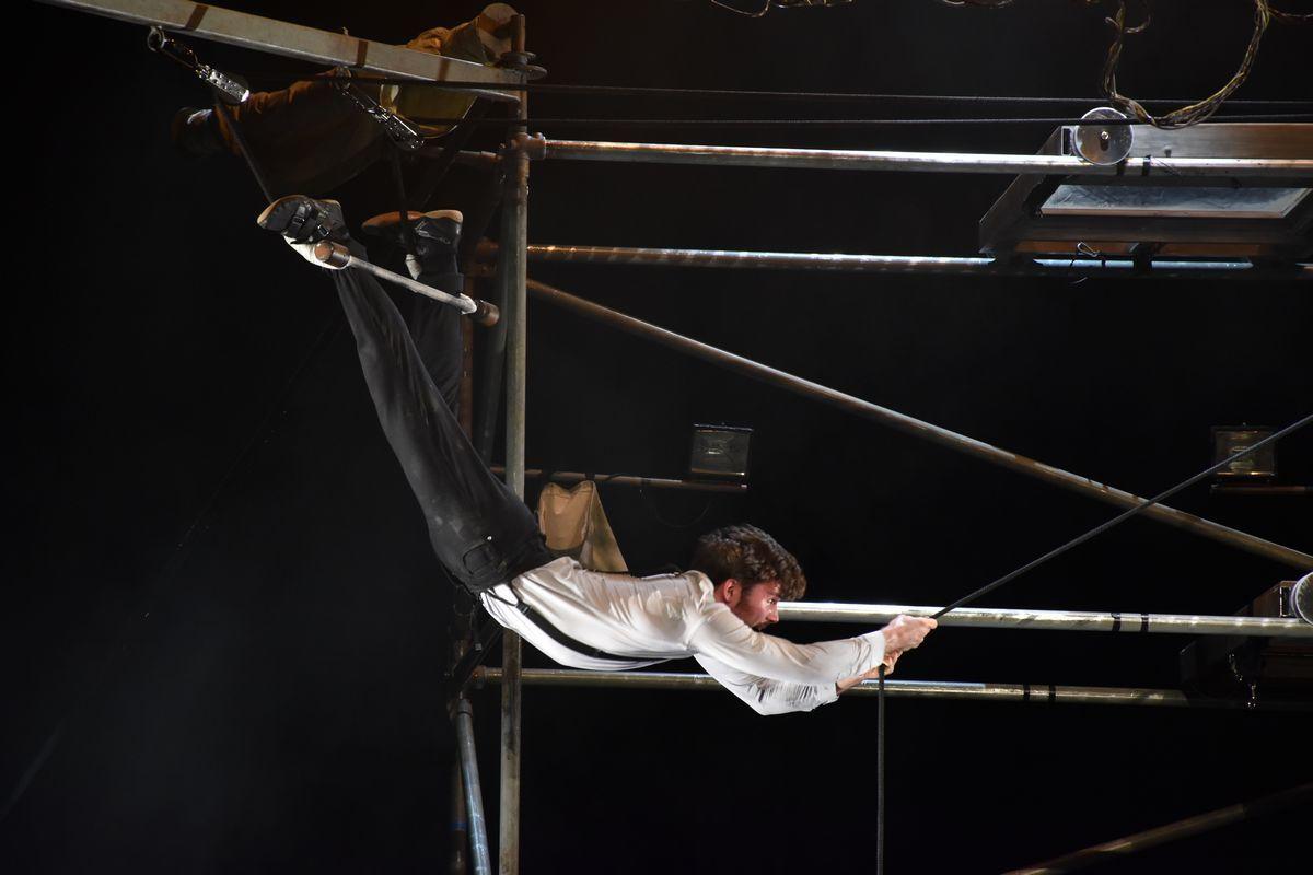 マシーン・ドゥ・シルク Machine de cirque 超おすすめ! _b0064176_22530342.jpg