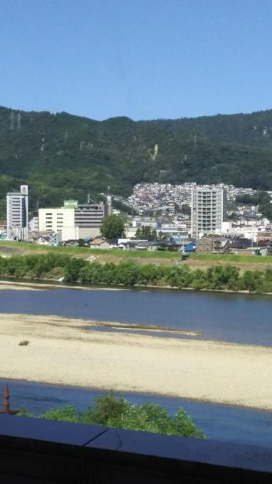 朝は過ごしやすいが昼は猛暑へ 秋2日目_e0094315_09511648.jpg