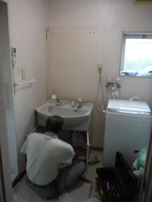 小工事 ~ 化粧洗面台取替え。_d0165368_04383442.jpg