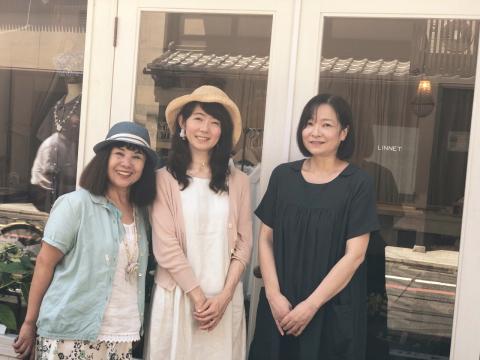 リネットの店内風景とオーナー 前田まゆみさんの新刊本「世界の美しいことば」_a0157409_11251849.jpeg