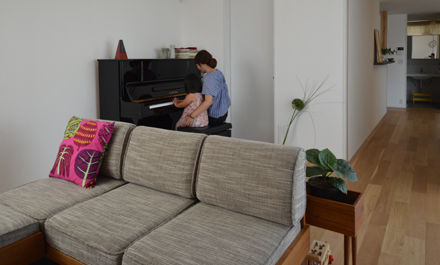 つくばH邸住まわれてから・・・ピアノのあるリビング_b0183404_16055211.jpg