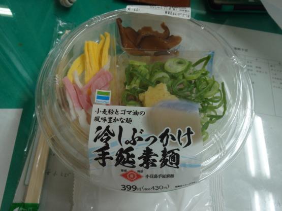 ファミリーマートの冷やしぶっかけ手延素麺     錦橋店_c0118393_12571347.jpg