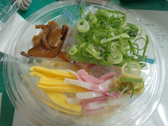 ファミリーマートの冷やしぶっかけ手延素麺     錦橋店_c0118393_14362782.jpg