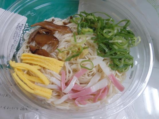 ファミリーマートの冷やしぶっかけ手延素麺     錦橋店_c0118393_14441280.jpg