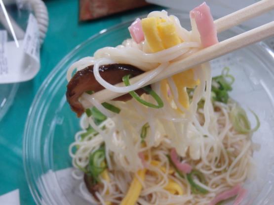 ファミリーマートの冷やしぶっかけ手延素麺     錦橋店_c0118393_17485192.jpg
