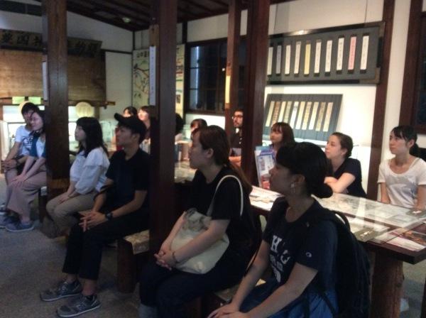 金沢大学生14人が「芭蕉の舘」を訪れました。_f0289632_13194757.jpg