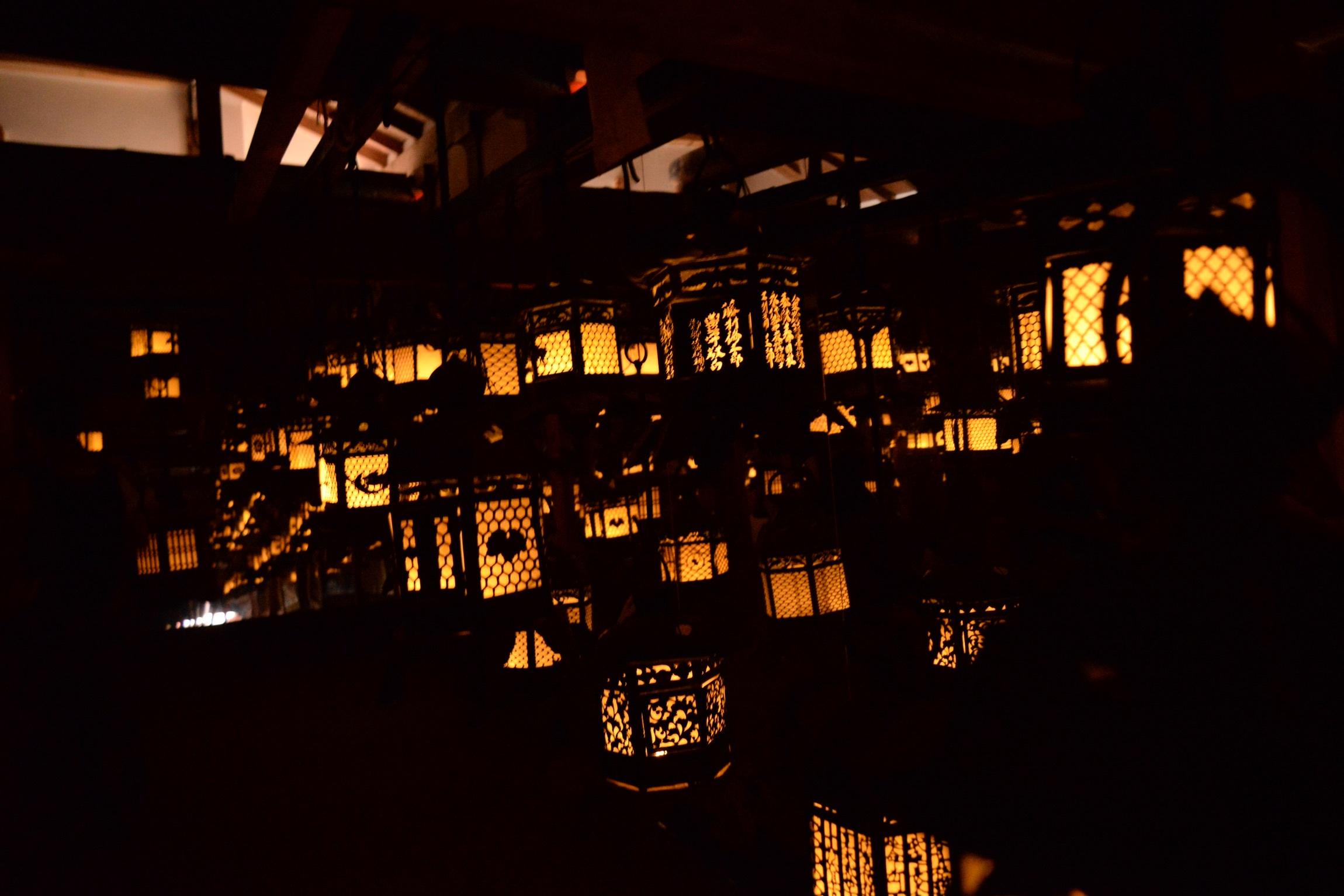 暮れなずむ町の光と影の中。_b0097729_18063605.jpeg