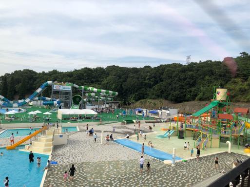混雑 プール リゾート ネスタ 神戸