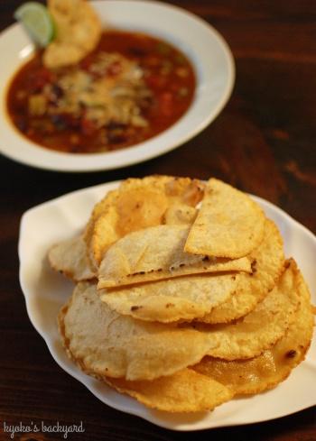 野菜多めのチリビーンズスープとトルティーヤチップス / 微妙に怖い郵便物_b0253205_04541438.jpg
