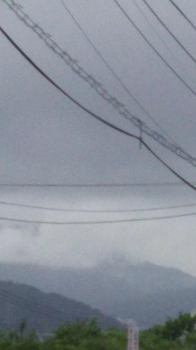 雨が断続的に強まる_e0094315_16512875.jpg