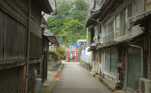 路地裏ときめき☆生石港、色街の名残り「かんたん」・・・_a0329820_02000162.jpg