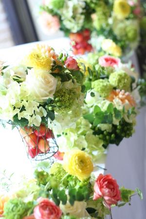 壁を飾る装花 黄色とコーラルピンク アンカシェット様へ _a0042928_11461207.jpg